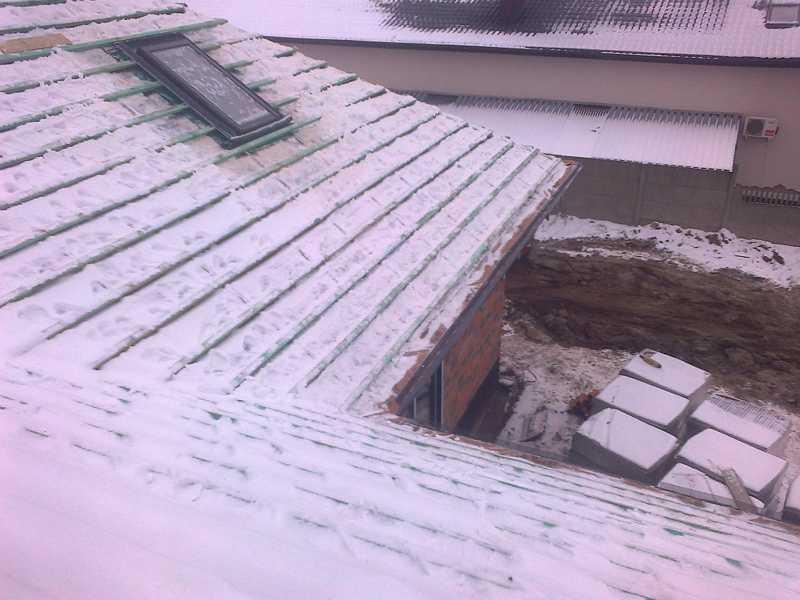 Montaż okien dachowych Fakro przez naszą firmę dekarską świadczącą usługi dekarskie na terenie Ostrowa, Kalisza, Pleszewa, Krotoszyna