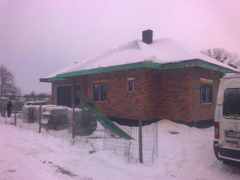 Montaż deski czołowej oraz płytki struktonit przez naszych dekarzy świadczących usługi na terenie Ostrowa, Kalisza, Pleszewa, Krotoszyna