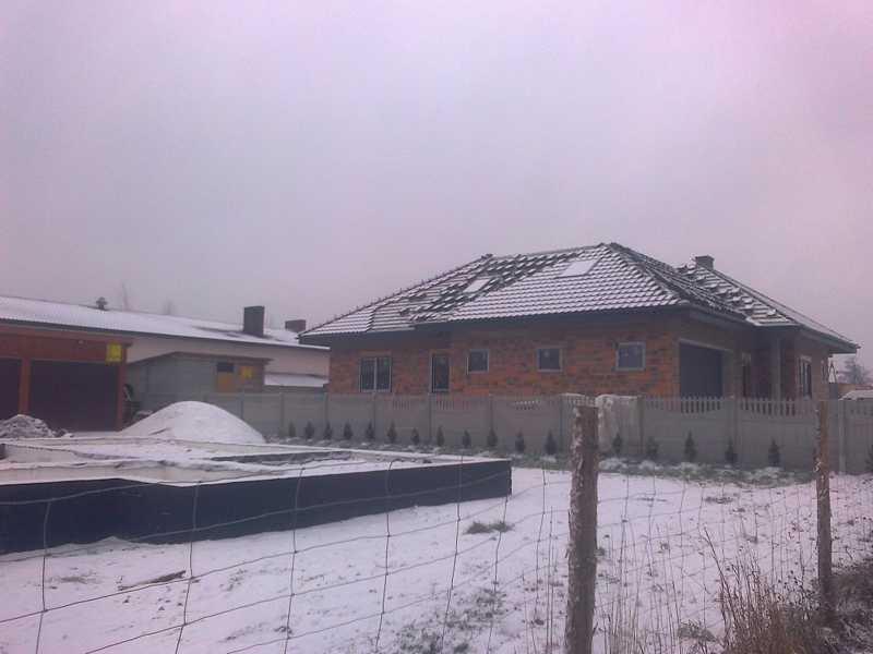 Dach wykonany w Ostrowie Wielkopolskim przez nasza firmę dekarską z dachówki BOGEN Reform C-11 antracyt angoba