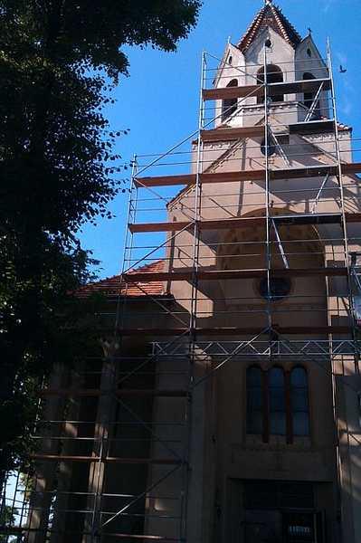 Montaż karpiówki na wieży kościoła