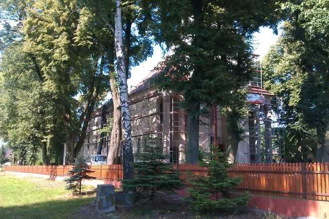 Ustawione rusztowania wokół Kościoła w Raszkowie