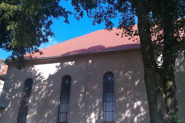 Dach w karpiówce Creaton , rynny ocynkowane , Kościół w Raszkowie