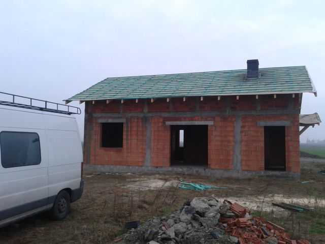 Montaż więźby dachowej , foliowanie i łacenie