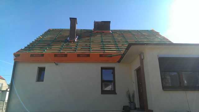 Dach załacony i zafoliowany. Nabitę łaty oraz kontrałaty
