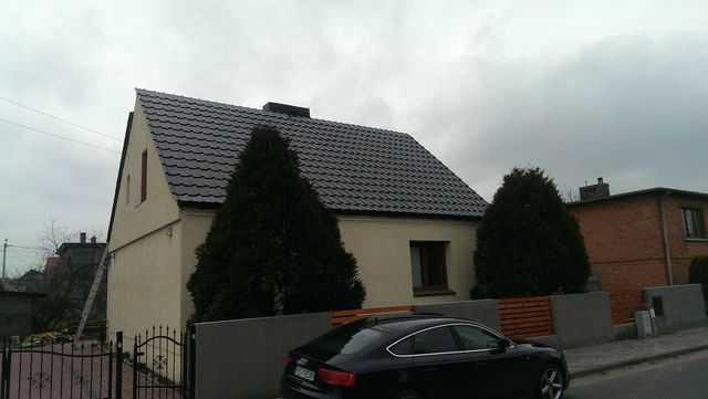 ułożona jedna strona dachu w dachówce Alegra9