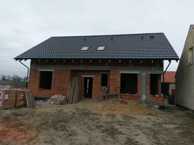 Montowanie pokrycia dachowe w Ociążu